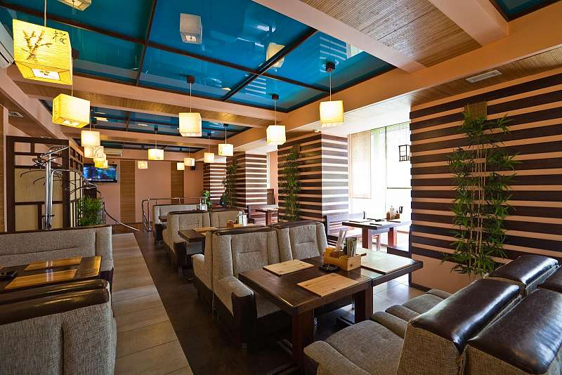 Дизайн потолка в ресторане
