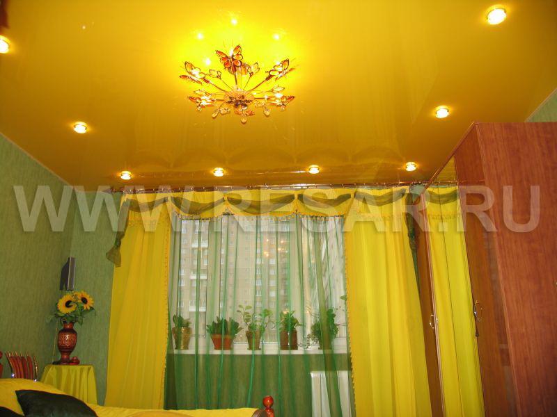 Желтый потолок фото